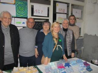 Nina Poppe mit Mitgliedern der Jasmin-Hilfe e.V.