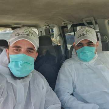 unsere Mitarbeiter mit Schutzkleidung