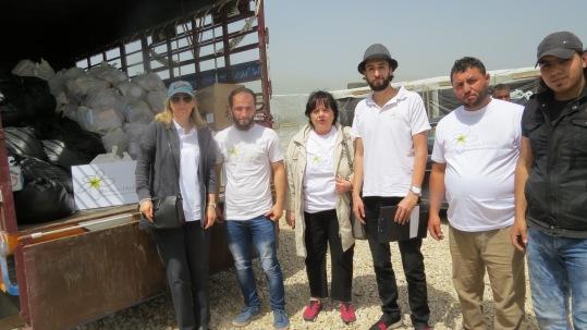 das Team - die örtlichen Kräfte und die Damen von Jasmin-Hilfe (ohne die Fotographin)